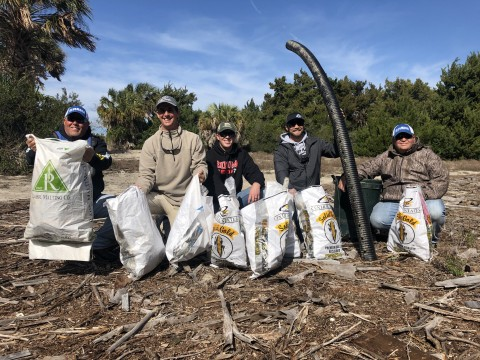Elite Series Anglers Clean up Litter