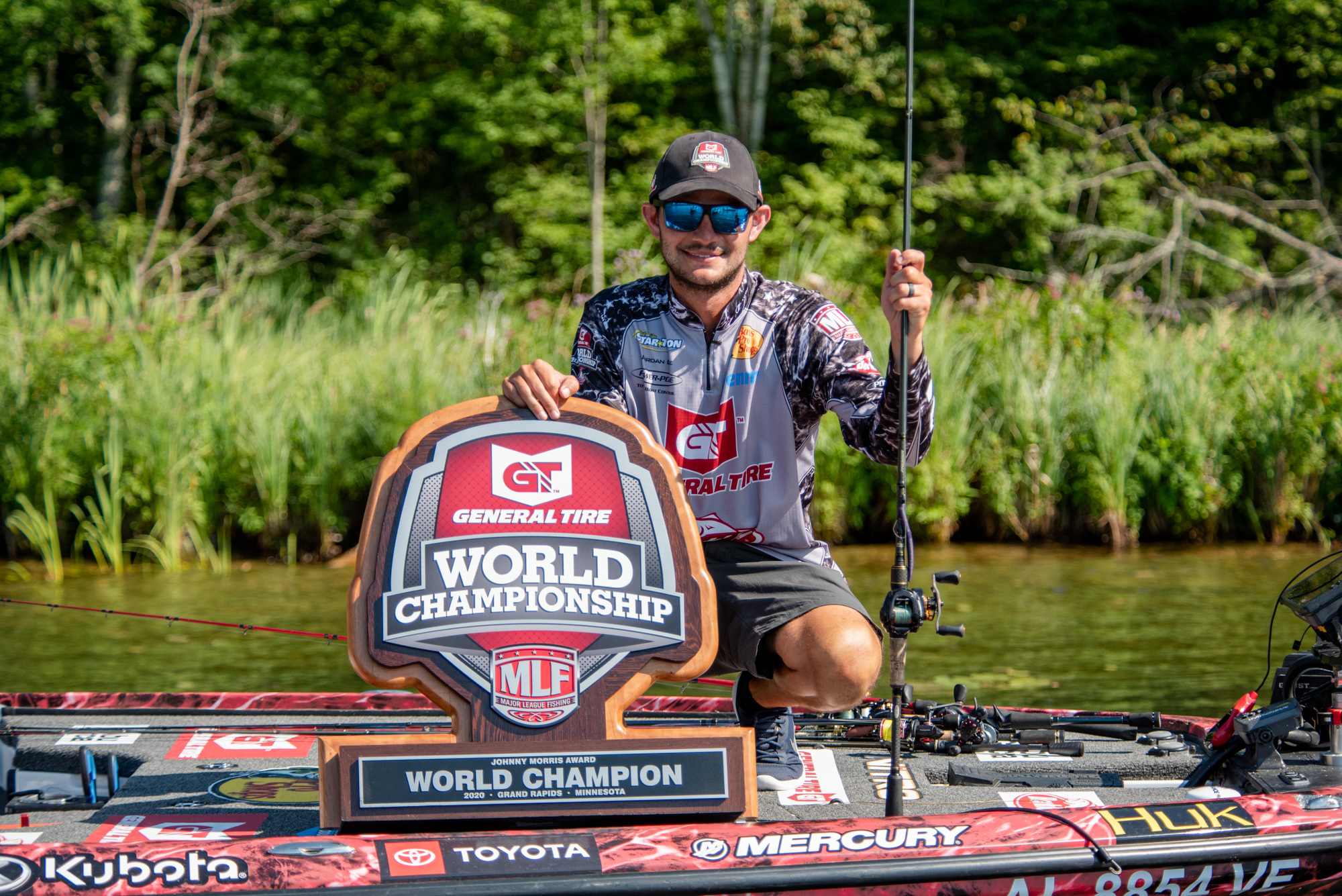 Angler Jordan Lee with MLF Trophy